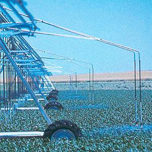 Emisores de agua por detrás del sentido de marcha del Pivot