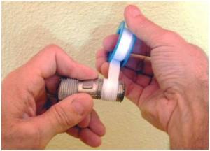Colocación de la cinta de teflón en roscas y juntas